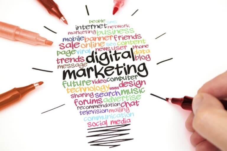 Bên cạnh việc đăng bài và thường xuyên cập nhật thông tin, bạn cũng cần phải quảng bá website trên diễn đàn hay qua email, facebook, yahoo,...